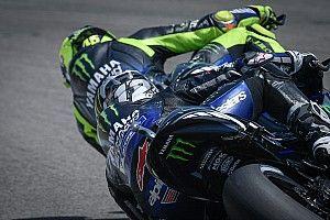 VIDEO: Viñales casi le 'roba' la moto a Rossi