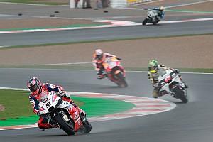 Petrucci vuelve a liderar; Viñales, Lorenzo y Rossi, que se cayó, a la Q1