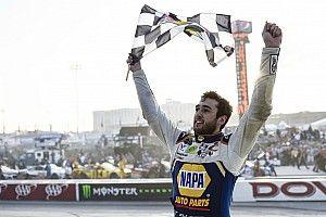 Elliott vence primeira em oval e passa de fase na NASCAR