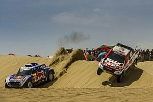 Video: Al-Attiyah troeft Sainz af in eerste etappe Dakar 2019