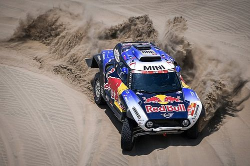 Sainz recommits to X-raid for 2020 Dakar