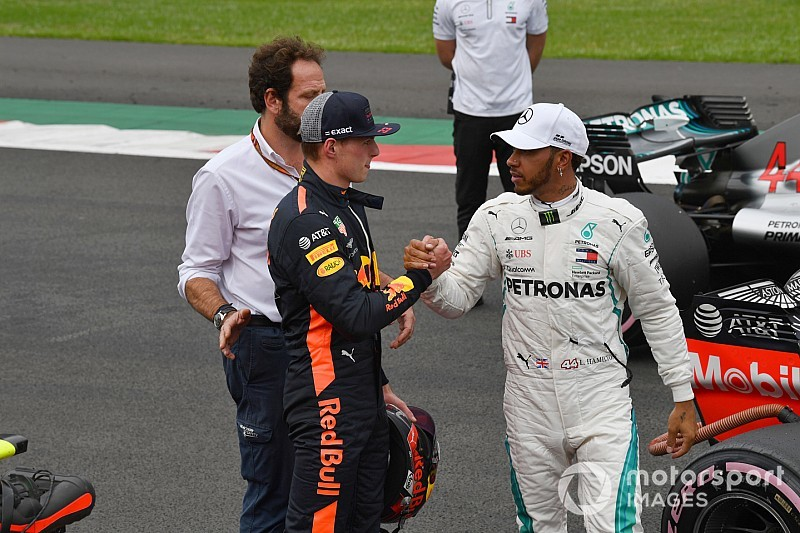 Hamilton: Verstappen ile mücadele etmek diğer pilotlardan farklı değil