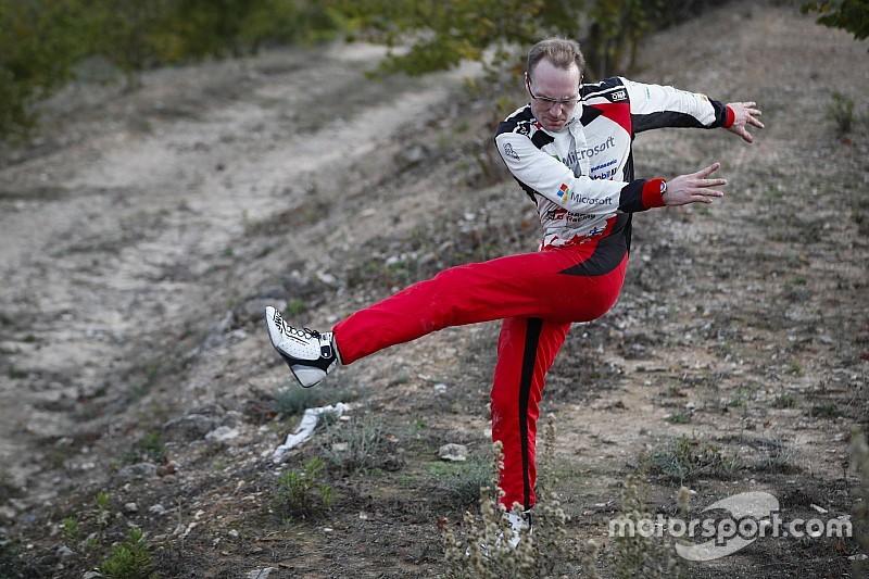 Catalogna, PS17: Latvala sbatte e perde il podio. Loeb e Ogier si giocano il rally all'ultima prova!