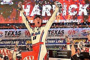 Harvick domina prova no Texas e garante vaga na final da NASCAR