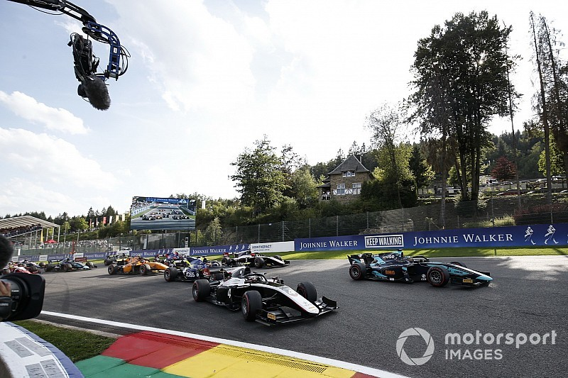 Se suspende la carrera de F2 tras un grave accidente