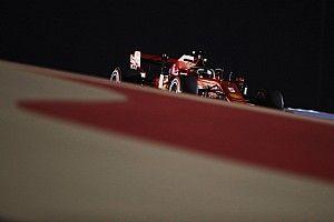 F1: Hamilton bastona, Ferrari bastonata