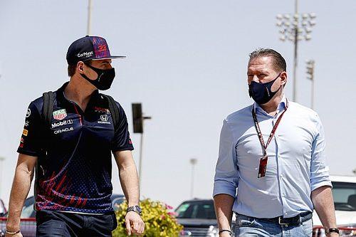 """F1: Jos Verstappen diz que Pérez """"não é qualquer um"""", mas que filho """"está fazendo algo excepcional"""""""