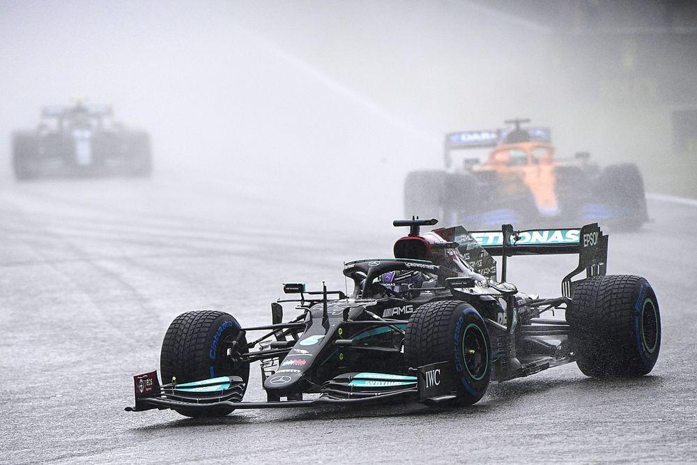 Hamilton, iki tur süren Belçika GP'sinin ardından taraftarların paralarını geri almalarını umuyor