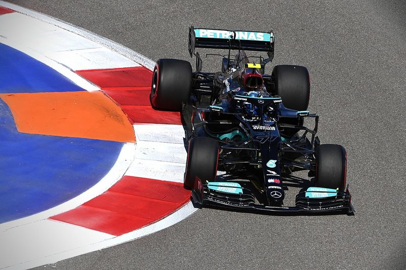 Russian GP: Bottas and Hamilton keep Mercedes on top in FP2