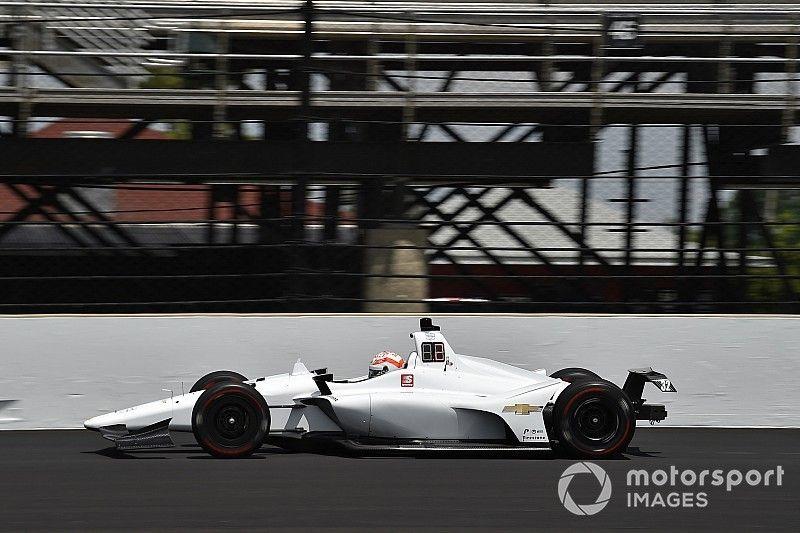 Após forte batida, Kaiser levanta voo em treino da Indy 500