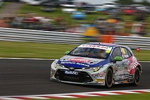 Snetterton BTCC: Ingram scores maiden pole for new Toyota