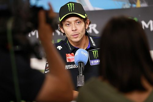 Росси подписал контракт с Petronas Yamaha и увел с собой трех сотрудников