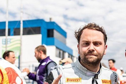 """Porsche GT3 Cup: Raphael Reis comemora vitória """"em casa"""""""