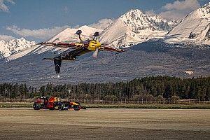 VIDEO: F1-team Red Bull voert unieke stunt uit met vliegtuig