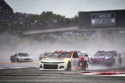 Why NASCAR can't seem to win when racing in the rain