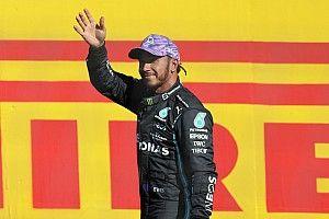 """Hamilton wint na touché: """"Verstappen gaf me geen ruimte"""""""