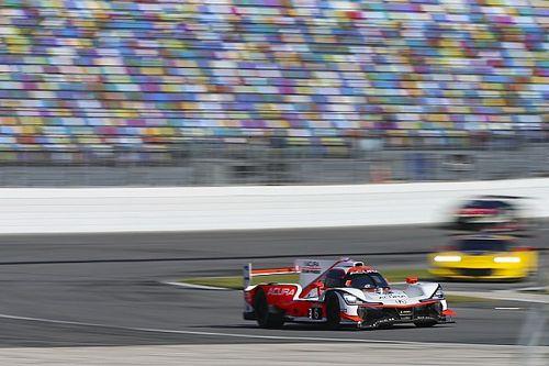 Montoya lidera la primera hora de Daytona; Alonso lucha por la victoria