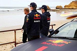 """Szörfözni mentek a Red Bull versenyzői: Gasly """"elázott"""" (videó+képek)"""