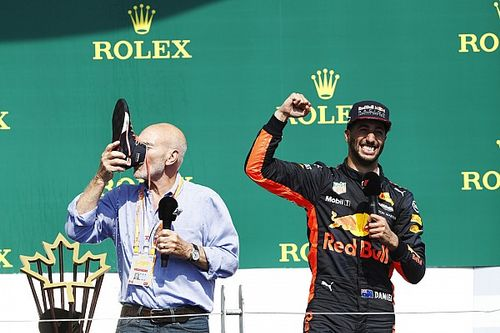"""Professor Xavier experimenta """"shoey"""" de Ricciardo"""