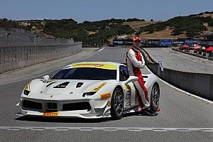 La star di Hollywood Michael Fassbender in gara nel Ferrari Challenge