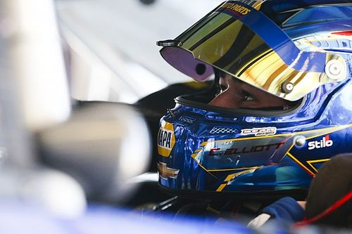 Chase Elliott wins Stage 2 as loose wheel puts Kyle Busch behind