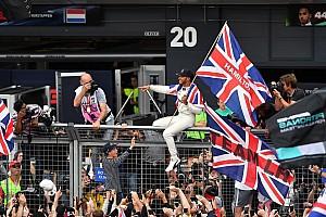 F1 Artículo especial La historia detrás de la foto: El Rey Lewis entre su gente