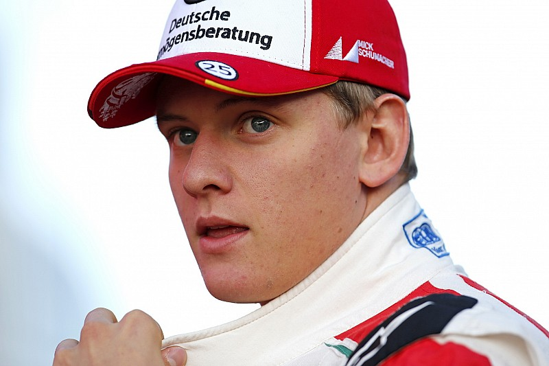 Schumacher tops opening day of F3 testing