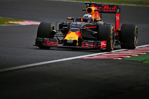 Mercedes reliability issues could close things up, says Ricciardo