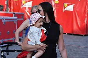 Räikkönen ünnepel: 2 éves lett a kislánya