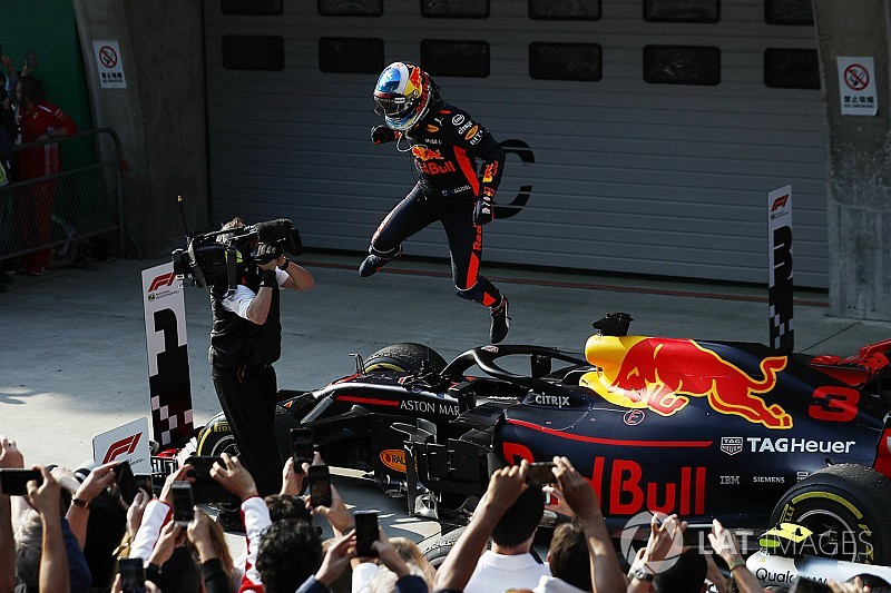 中国大奖赛:里卡多勇猛超车,红牛神奇战术制胜