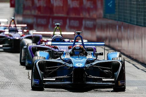 Buemi: Renault hampered by handling issue