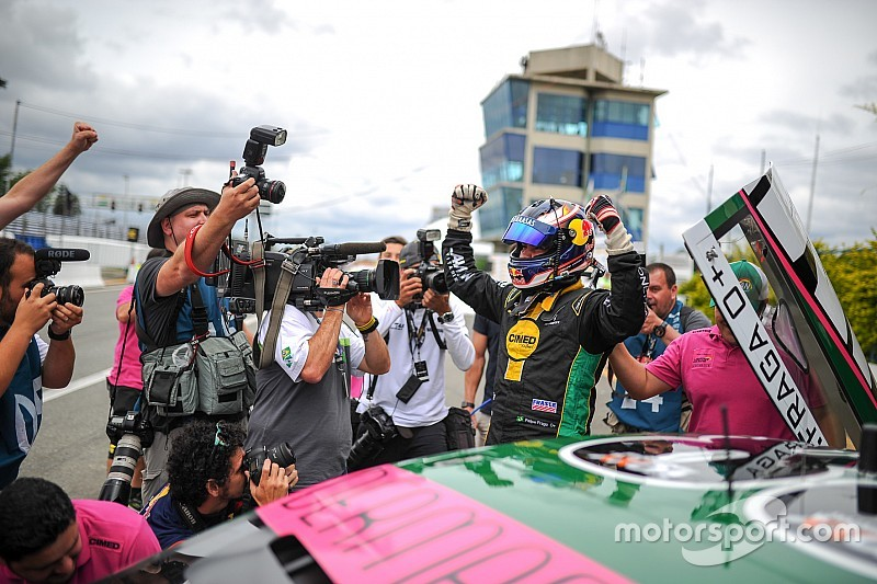 Brazilian V8 Stock Cars: Felipe Fraga storms to pole position on his final attempt