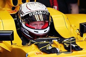 FIA to investigate detachment of Magnussen's headrest