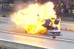 NHRA News Video: Gewaltige Explosion bei Dragster-Rennen in New England