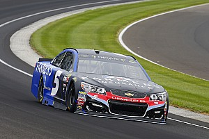 Kasey Kahne takes thrilling win in chaotic Brickyard 400