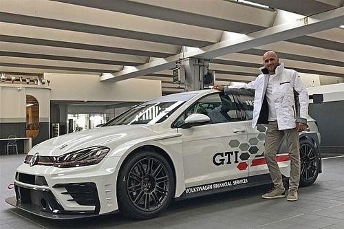 Massimiliano Gagliano sulla Volkswagen Golf GTI al via del TCR Italy