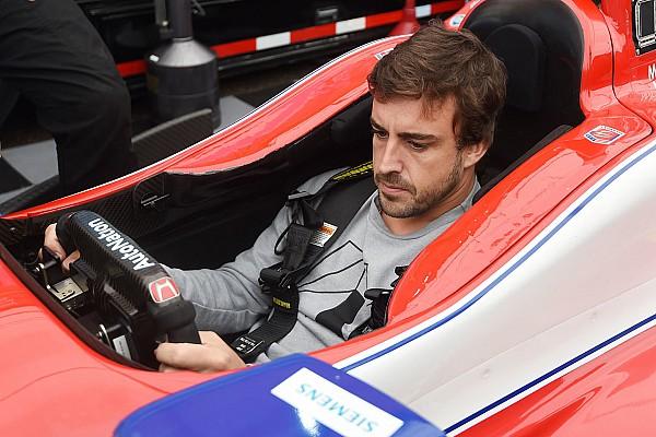 IndyCar Bildergalerie: 1. Besuch von Fernando Alonso bei IndyCar