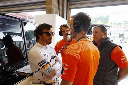 """Alonso ondanks nieuwe pech: """"Wil graag bij Mclaren blijven"""""""