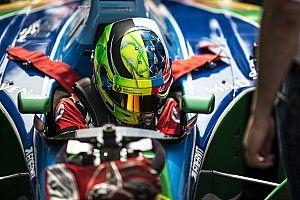 Képeken, ahogy Mick Schumacher pályára vitte Michael legendás F1-es autóját