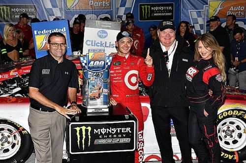 Kyle Larson wins at Richmond in chaotic finish