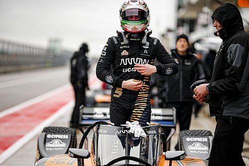 O'Ward eliminado de carrera virtual de IndyCar por su compañero