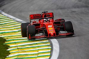 """Vettel lacht: """"Misschien moet Honda ook maar eens uitleg geven"""""""
