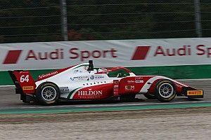 Leszakadt az F3-as autó hátulja a silverstone-i versenyen: félelmetes