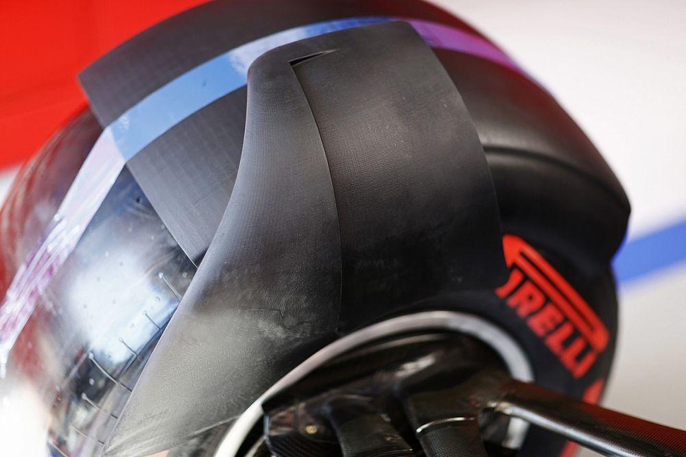 Haas, 2022'de kullanılacak karbon tekerlek kanatçığını test etti