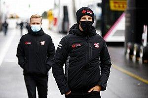 """Chefe da Haas avisa: """"Kevin e Romain precisam olhar em volta"""" na F1"""