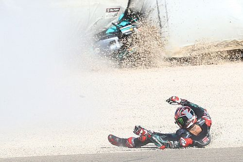 Las fotos de la dura caída de Quartararo en el arranque del GP de Aragón