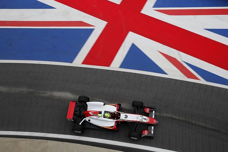 Шумахер одержал победу во второй гонке Ф3 в Сильверстоуне