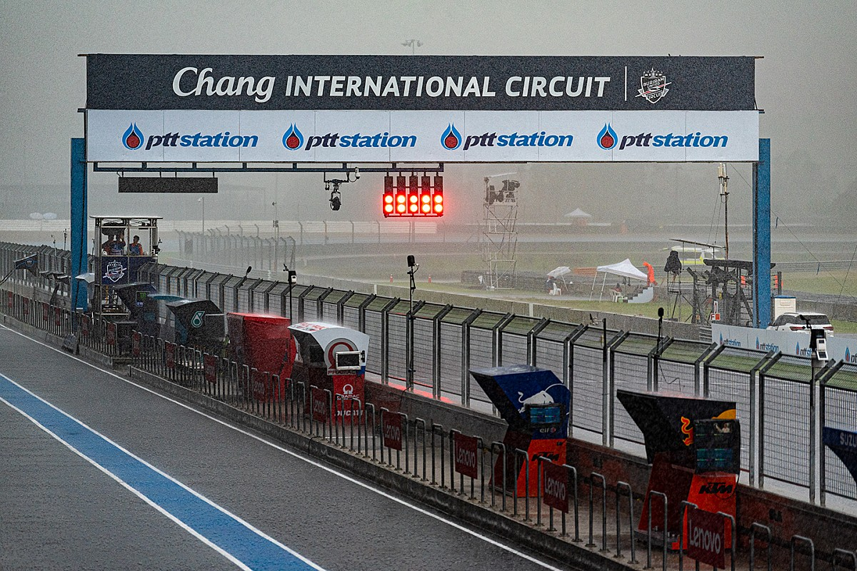 Torrential rain delays Saturday Thailand MotoGP running