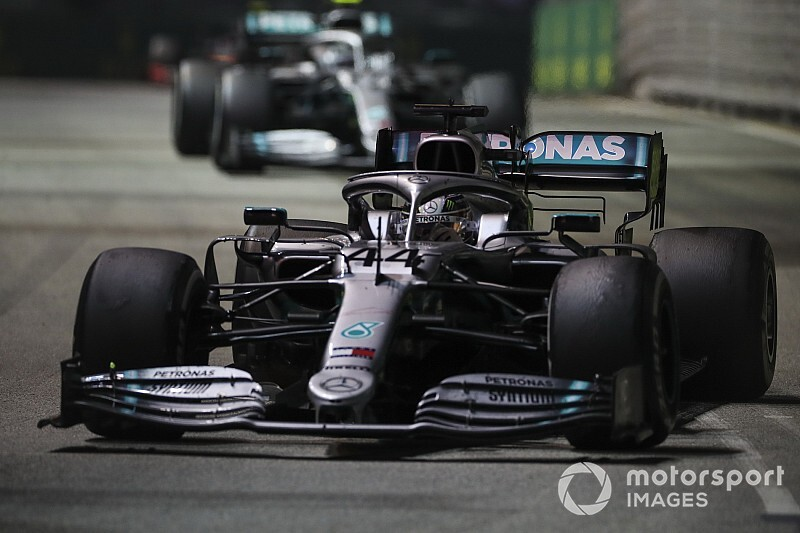 "Hamilton: Everyone at Mercedes should be ""feeling the pain"""