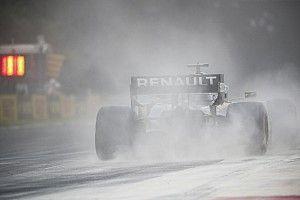 Motorcsere Ricciardónál a Magyar Nagydíjon, irány a rajtrács vége